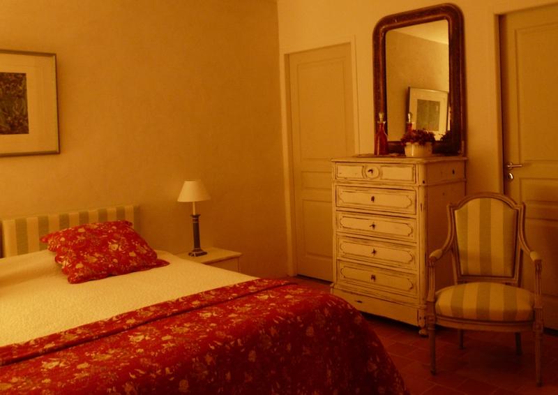 lorea. Black Bedroom Furniture Sets. Home Design Ideas